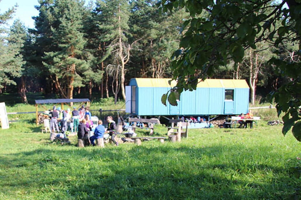 Bauwagen auf der Außenstelle am Willroder Forstamt